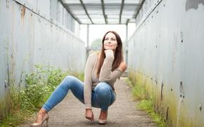 Картинка девушка, лицо, поза, стиль, джинсы