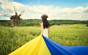 Картинка поле, небо, трава, облака, природа, волосы, спина, флаг, мельница, шатенка, Украина, украинка