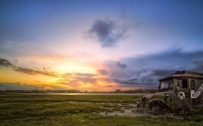 Картинка поле, машина, закат