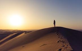 Картинка girl, desert, sunset, sand, wind, sunlight, sunny, dunes, dry