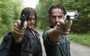 Обои Ходячие мертвецы, The Walking Dead, Рик Граймс, Daryl Dixon, Andrew Lincoln, Norman Reedus, стволы