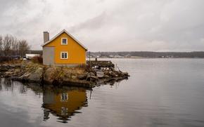 Картинка house, sea, water, reflection, boats, pier, gray clouds