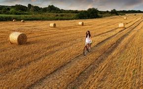 Картинка дорога, поле, небо, девушка, облака, велосипед, сено, girl, прогулка, sky, field, clouds, walk, hay, road ...