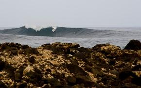 Обои море, волны, дождливый, скалы, серфингисты, доски для серфинга, серфинг