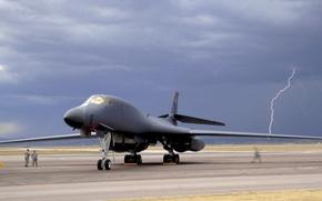 Картинка молния, бомбардировщик, аэродром, lancer, b-1
