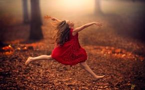 Картинка осень, листья, прыжок, эльф, ребенок, танец, фея, девочка, girl, полёт, красное платье, road, dress, jump, ...