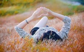 Картинка поле, девушка, сердце, жест, heart