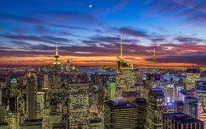 Картинка небо, облака, закат, оранжевый, город, огни, луна, вид, здания, дома, Нью-Йорк, месяц, небоскребы, вечер, панорама, ...