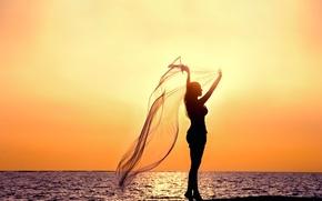 Картинка море, небо, вода, девушка, закат, поза, река, фон, widescreen, обои, настроения, силуэт, ткань, wallpaper, girl, ...