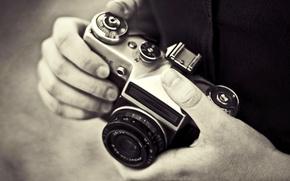 Картинка фото, фон, обои, чёрно-белое, руки, фотоаппарат, фотограф, картинка