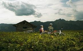 Картинка горы, природа, женщина, мужчина, велосипеды, спорт. привал
