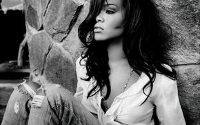 Картинка Rihanna, Black and White, Jeans, Mood, Hair, Celebrity