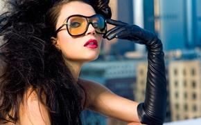 Картинка взгляд, девушка, лицо, волосы, брюнетка, очки, губы, перчатки