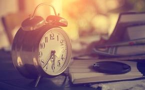 Картинка стиль, ретро, утро, книги, минуты, крышка, будильник, watch, макро, фотика, часы, элегантный, wallpaper., боке, размытость, ...
