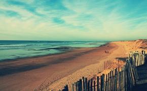 Обои прогулка, берег, люди, пляж, побережье, песок, море, забор, волны, океан