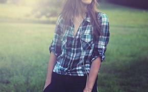 Картинка лето, девушка, клетка, наушники, рубашка