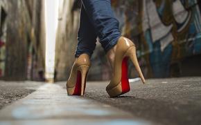 Картинка макро, улица, обувь, сапоги, туфли, сапожки, платформа