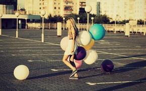 Картинка парк, широкоэкранные, HD wallpapers, обои, площадь, город, девушка, полноэкранные, background, платье, воздушные шары, шарики, широкоформатные, ...