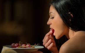 Картинка девушка, брюнетка, виноград, Rosaline Rosa
