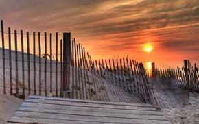 Обои песок, солнце, берег, Забор