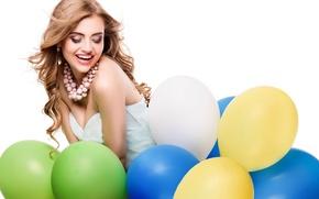 Картинка девушка, шарики, радость, улыбка, макияж, платье, прическа, белый фон, бусы, шатенка, воздушные, разноцветные