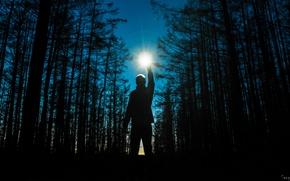 Картинка Ночь, Деревья, Огонь, Лес, Космос, Звезда, Свет, Рука, Тишина, Парень, Сумерки, Звёзды, Мужчина, Фотография