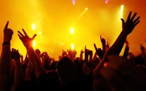 Картинка эмоции, толпа, сцена, руки, освещение, публика