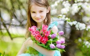 Обои девочка, girls, ребенок, Little, весна, Tulips, тюльпаны