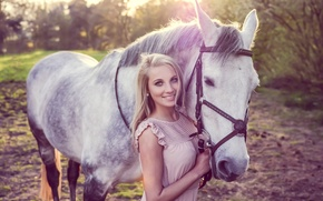 Картинка девушка, улыбка, конь, Lisette Lubbers, Lisette