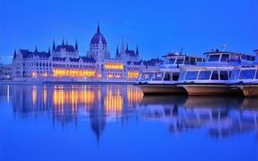 Обои огни, река, вечер, сумерки, катера, парламент, Венгрия, Будапешт, Дунай