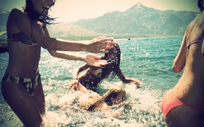 Картинка море, лето, брызги, улыбки, веселье