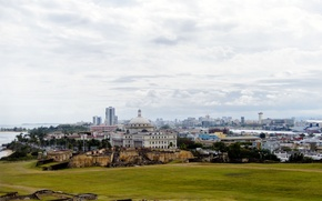 Картинка небо, трава, city, город, здание, облако, USA, США, grass, sky, cloud, old, капитолий, building, Puerto ...