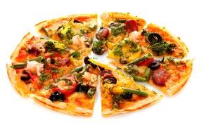 Картинка Italian cuisine, оливки, Pizza, sausage, стручки, bell pepper, dill, onion, olives, болгарский перец, пицца, зелень, ...