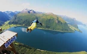 Картинка полет, парашют, контейнер, утес, tracking, фьорд, экстремальный спорт, прыгать, бейсджампинг, бейсер, tracking suit
