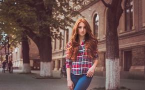Картинка город, джинсы, клетка, рубашка, рыжеволосая