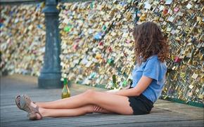 Картинка девушка, мост, одинокая, замочки любви