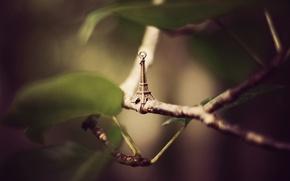Картинка листья, ветки, эйфелева башня, подвеска, фигурка