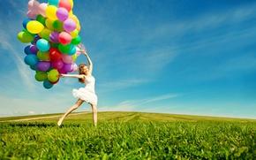 Картинка девушка, радость, воздушные шары, прыжок