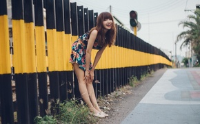 Обои девушка, улыбка, улица
