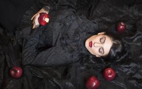 Картинка девушка, яблоки, сон, ситуация, макияж, спящая красавица, чёрное платье