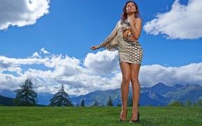 Картинка стиль, поза, горы, фигура, природа, модель, Andreea, луг, облака, пейзаж, платье