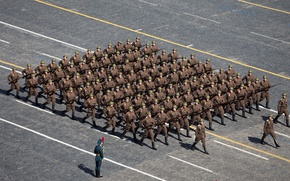 Картинка праздник, день победы, солдаты, форма, парад, ВОВ, красная площадь