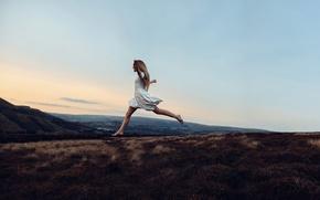 Обои природа, платье, девушка, танец, Rosie Hardy