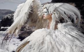 Картинка девушка, птица, перья