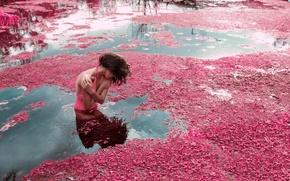 Картинка девушка, река, течение, цветение, в воде