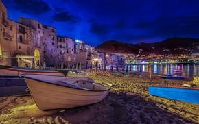 Обои песок, пляж, ночь, огни, лодка, дома, Италия, Сицилия, Чефалу