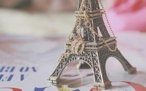 Картинка фон, обои, настроения, эйфелева башня, париж, корона, кулон, статуэтка, франция