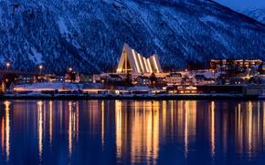 Обои snow, горы, зима, освещение, city, город, lights, огни, trees, ночь, night, Норвежское море, Тромсё, Tromsø, ...