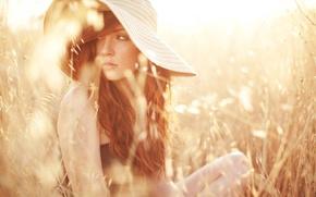 Картинка поле, лето, девушка, веснушки, шляпка