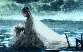 Обои девушка, дождь, букет, Кира Найтли, фата, нееста, сундук мертвеца, элизабет суонн
